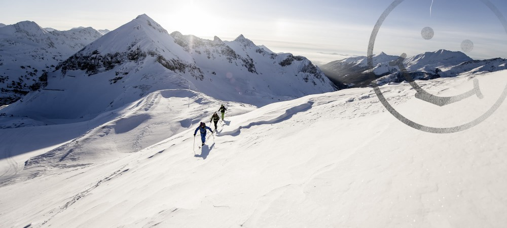 Ski-guiding with trained mountain and ski-guides in Obertauern / Ascent in sunny weather in Obertauern